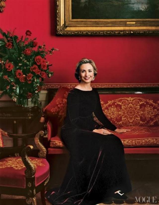 Она амбициозна, прекрасно образованна, компетентна, интеллигентна и уравновешенна. Супруг сразу же поручает ей возглавить комитет по реформированию здравоохранения, однако через год Хиллари вынуждают покинуть этот пост.