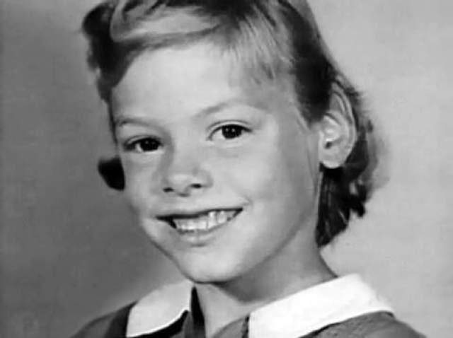 Эйлин родилась в 1956 году. Мать оставила ее на попечение бабушки и дедушки, уехав в неизвестном направлении. С 11 лет занималась сексом в школе в обмен на сигареты, наркотики и пищу. Утверждала, что ее дед-алкоголик насиловал и избивал ее, заставлял раздеваться перед ним.