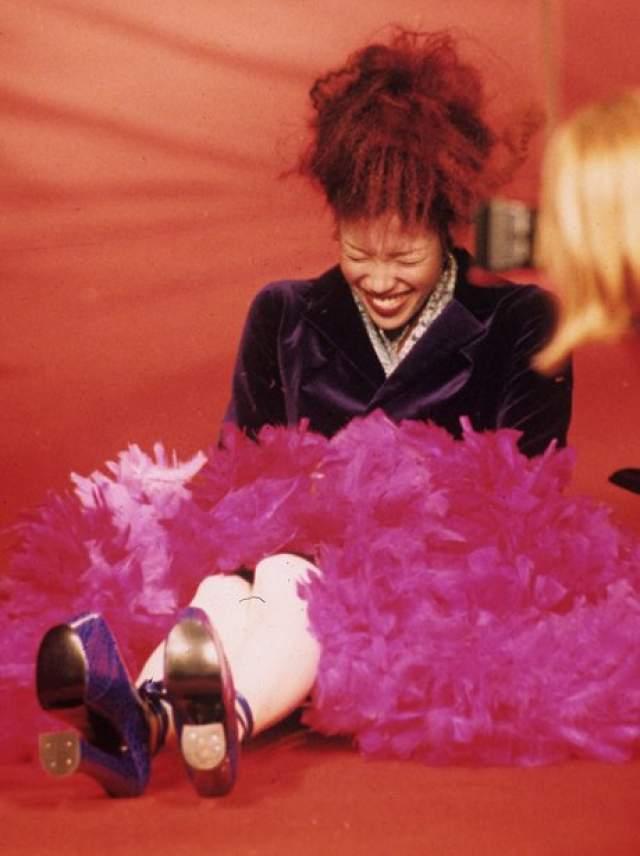 Наоми Кэмпбелл с юмором отнеслась к своему падению на показе Vivienne Westwood show в Париже.