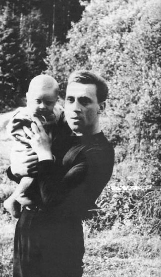 Высоцкий не слукавил: до конца жизни, несмотря на всю свою занятость, он помнил и заботился о них.