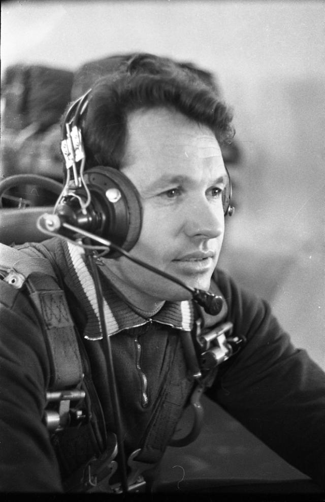 С 1970 по 1979 занимал руководящие должности в Центре подготовки космонавтов.