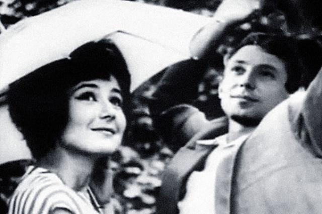 Татьяна Лаврова и Олег Даль. В 1965 году актеры стали мужем и женой. Но вместе они прожили лишь полгода, позже Татьяна с грустью вспоминала ,как сложно было ей с пьющим, нервным и ранимым Далем...