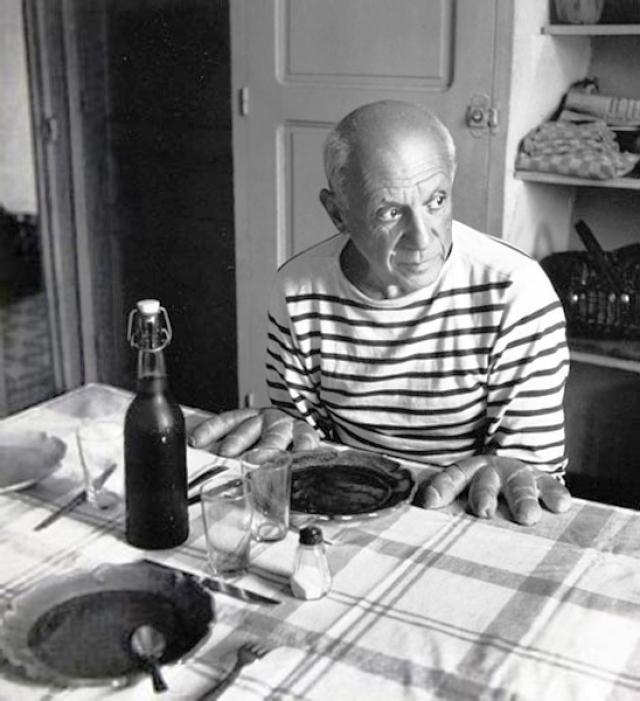 """""""Погляди на хлеб! Всего четыре пальца! Поэтому я и решил назвать эту фотографию """"Пикассо"""" , - сказал Пикассо своему другу, фотографу Дувануоши."""
