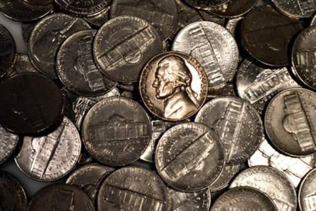 Аналогичных монет было выпущено всего 10 штук, и девять из них уничтожили, а один экземпляр уцелел, за что ему дали оценку в $2 000 000.
