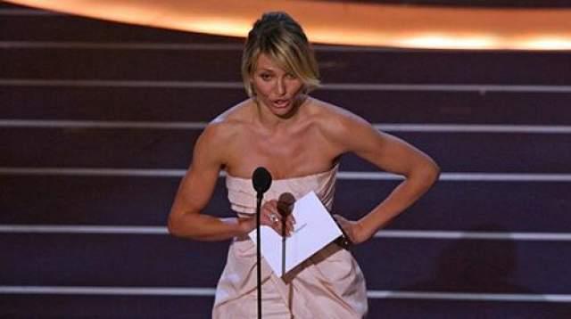 """Камерон Диас , вышедшая в 2008 году вручать """"Оскара"""" за лучшую операторскую работу, не смогла с первого раза осилить слово """"кинематография"""""""
