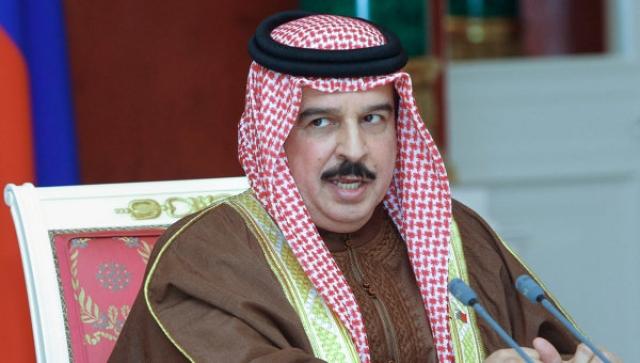 Хамад II ибн Иса аль-Халиф. Король Бахрейна первым во всем арабском мире разрешил женщинам голосовать. Умный ход, и не удивительно, ведь монарх является мастером спорта международного класса по шахматам.