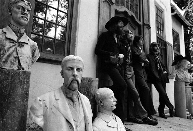 Последняя совместная фотосессия всех участников группы состоялась в 1969-м году. 22 августа, квартет музыкантов, а также Йоко Оно, Линда Маккартни, овчарка Марта и два ослика позировали в Титтенхерстском Парке.