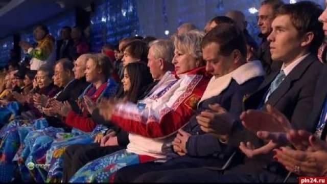 """Премьер-министр, лидер партии """"Единая Россия"""" Дмитрий Медведев заснул во время церемонии открытия Зимних олимпийских игр в Сочи."""