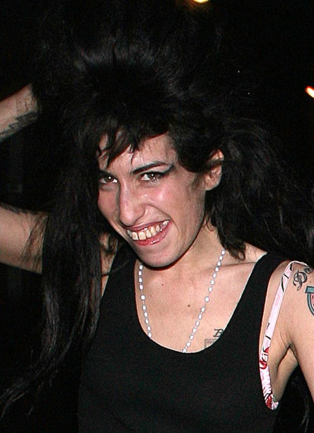 23 июля 2011 года певица была найдена мертвой в своем доме. Длительное время она страдала от зависимости от наркотических веществ и алкоголя.