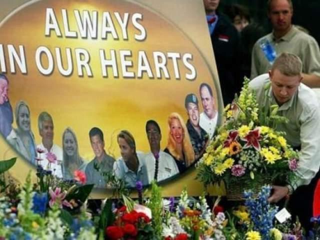 Гибель в авиакатастрофе команды Hendrik Motosport 24 октября 2004 года Место катастрофы: Марисвилль Команда: Hendrik Motosport Гибель гонщика на трассе хоть и редко, но случается, но гибель гонщиков в авиакатастрофе - случай исключительный. Между тем, именно это и произошло 24 октября 2004 года, когда в авиакатастрофе погибли 10 человек из команды Hendrik Motosport, включая сына владельца команды Рика Хендрика, гонщика HACKAP Рики Хендрика, его старшего брата и племянниц.