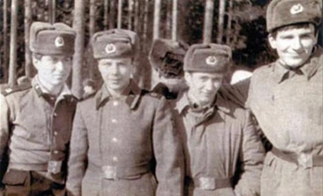 Роман Абрамович (первый слева)