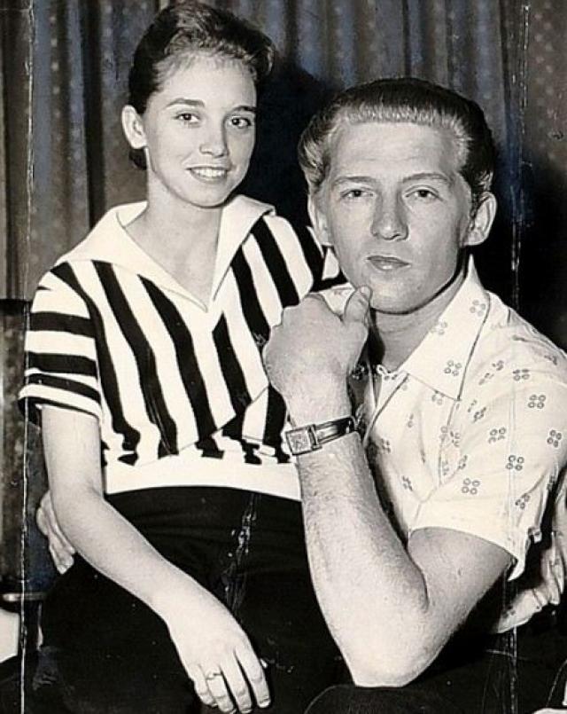 Джерри Ли Льюис. На пике своей карьеры в 1958 СМИ узнали, что Льюис женился на своей 13-летней двоюродной племяннице, Майре Гейл Браун, в 1957 году, когда ему было 22 года.