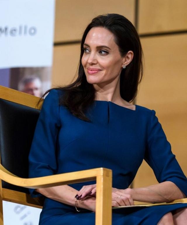 Сейчас Джоли - настоящая леди, которая появляется на публике в самых элегантных нарядах и с безупречной прической.