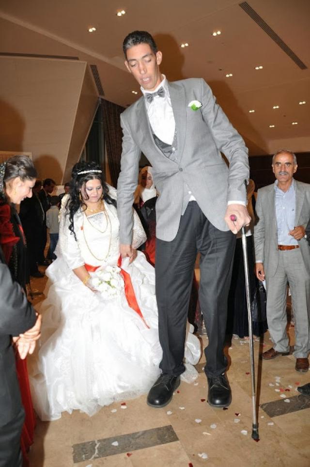 28 октября 2013 года женился на Мерве Дибо, которая едва достает ему до локтя.