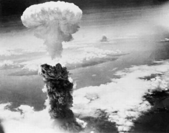Люди, находившиеся ближе всего к эпицентру взрыва, умерли мгновенно, их тела обратились в уголь.