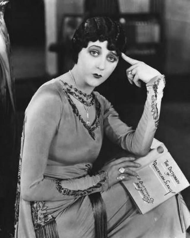 """Барбара Ла Марр, 1896-1926. Киноактрису и танцовщицу прозвали """"девушкой, которая была слишком красивой"""" - благодаря не только привлекательной внешности, сдобренной созданным Ла Марр амплуа женщины-вамп, но и красочной и насыщенной событиями жизни."""