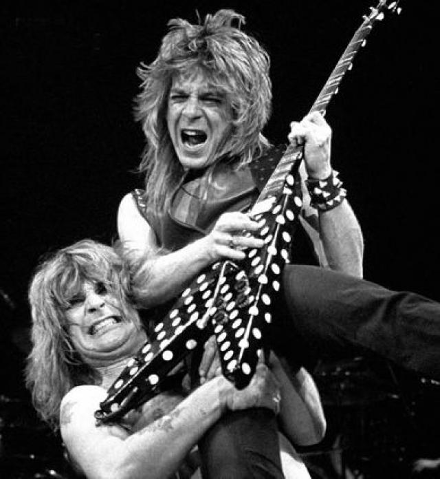 Рэнди Роадс. Последний концерт гитариста группы Оззи Осборна состоялся в четверг 18 марта 1982 года в городе Ноксвилл в Knoxville Civic Coliseum.