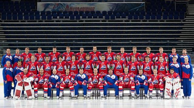 """Среди пассажиров были игроки хоккейного клуба """"Локомотив"""", которые летели в Минск на игру первого тура регулярного чемпионата Континентальной хоккейной лиги (КХЛ)."""