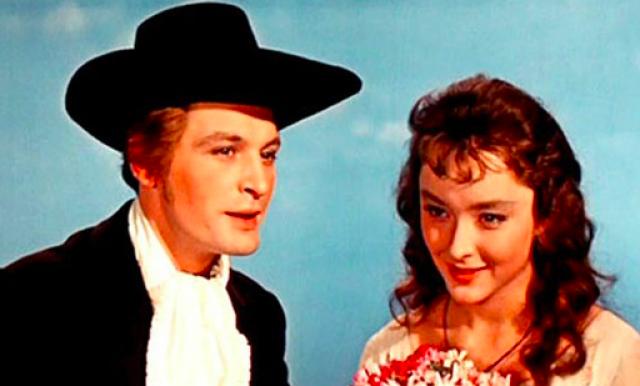 С Анастасией Вертинской - Ассоль они стали самыми романтичными и красивыми киногреоями на долгие годы. И если и сейчас она вызывают неподдельное восхищение, то представьте, какой фурор они произвели сразу после выхода фильма.