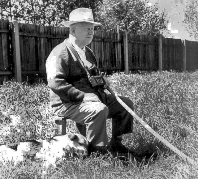 После бурных торжеств на даче, Хрущев очень любил выходить на веранду и слушать записи пения соловьев и других певчих птиц.