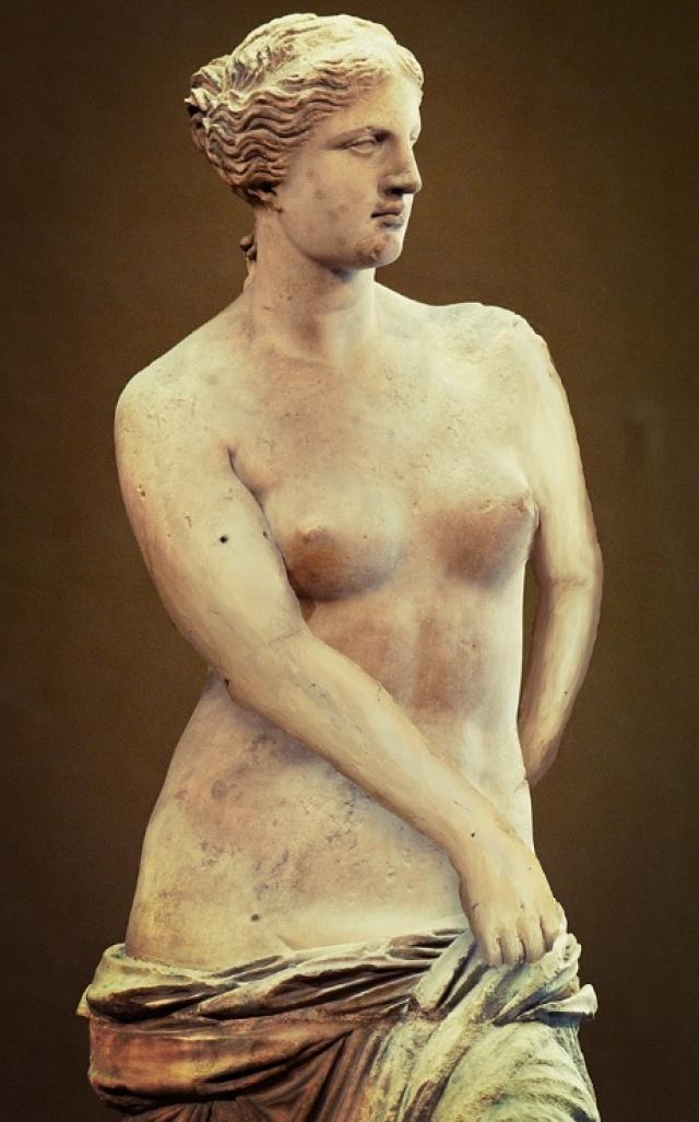 Венера Милосская. 8 апреля 1820 года на греческом острове Милос в Эгейском море крестьянин Йоргос Кентротас случайно вырыл мраморную статую Венеры. (На фото - реконструкция)