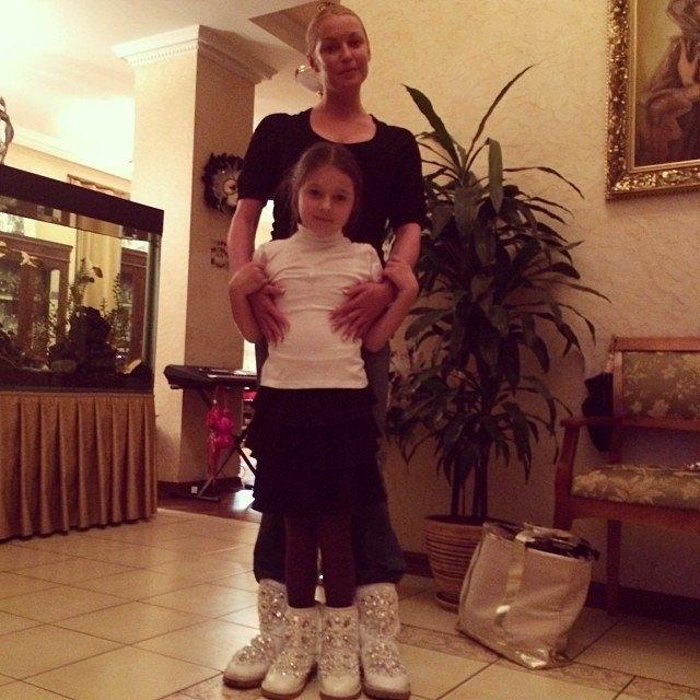 Анастасия Волочкова начала искать няню для дочери Ариадны еще до ее рождения. Через агентство балерина подобрала специалиста, отвечающего самым жестким требованиям, но женщина проработала в ее доме всего четыре дня и была уволена без объяснения причин.