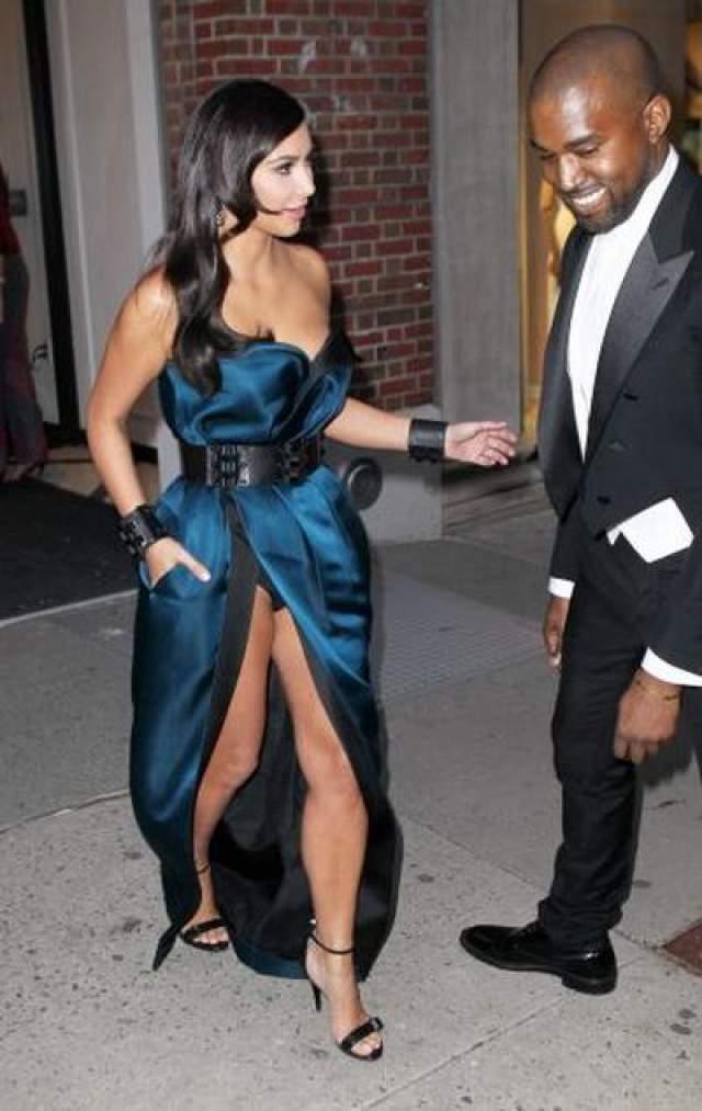 Ким Кардашьян Может быть, в этом случае Кардашьян случайно сверкнула черным бельем на Met Gala. А что? Очень даже может быть.