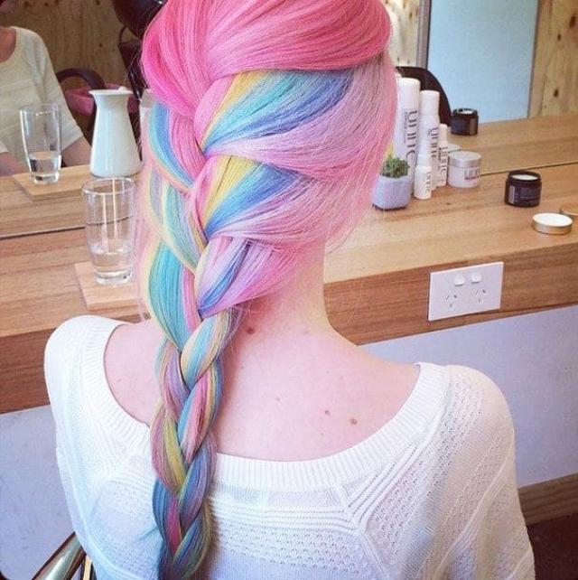 11. Радужные волосы