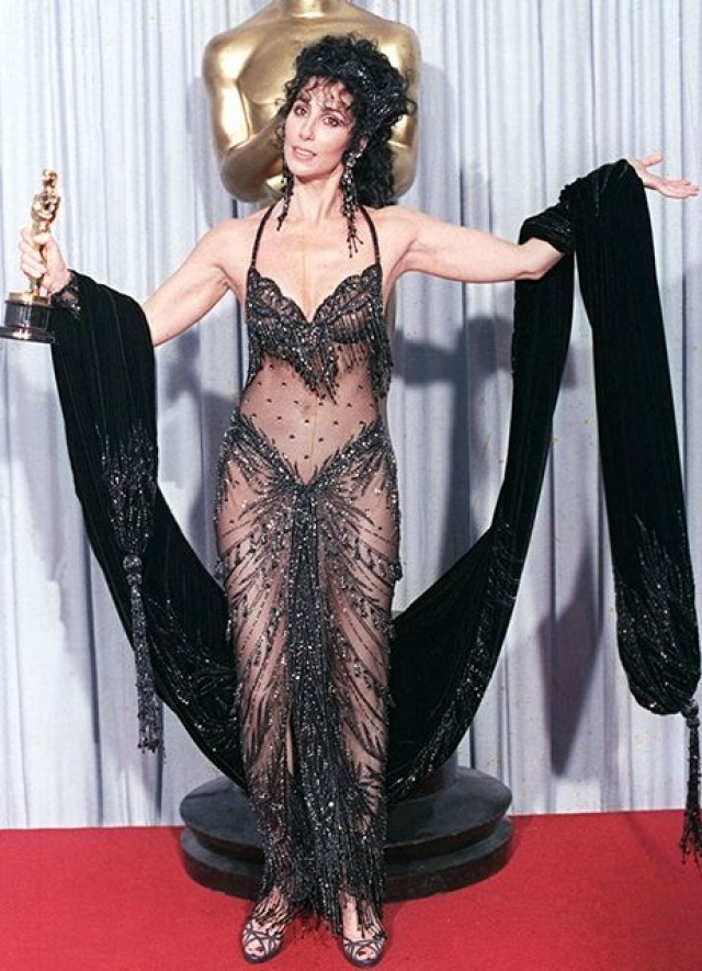 """Как вот это платье на вручении """"Оскара"""" 1988 года."""