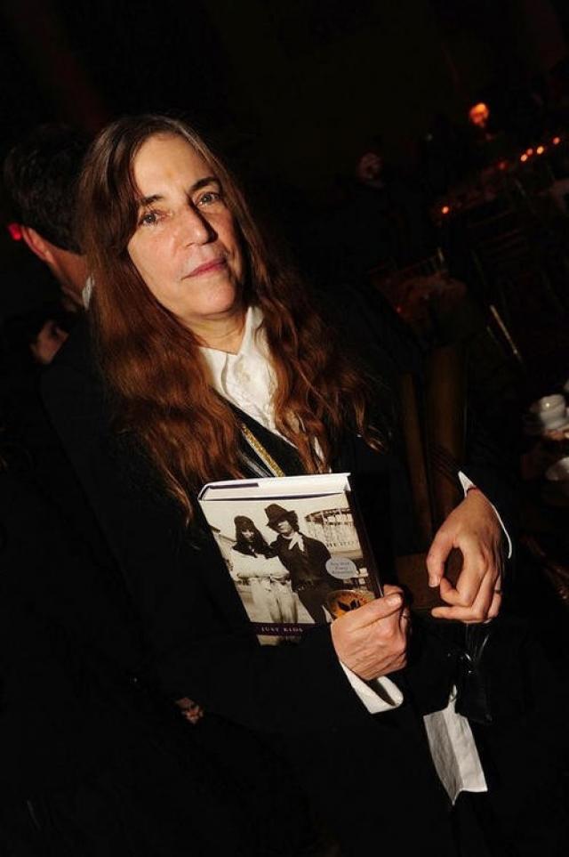 """В 2010 году была опубликована книга мемуаров Смит """"Just Kids"""", которая была удостоена Национальной Книжной Премии США за этот год в категории документальной прозы. В июне 2012 года увидел свет одиннадцатый студийный альбом певицы Banga."""
