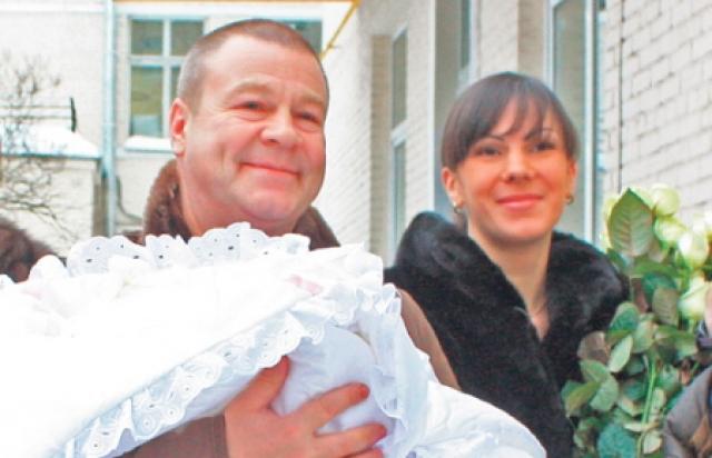 В 2009 году Сергей ушел из семьи и женился на молодой сотруднице налоговой службы Анне, которая являлась практически ровесницей его сына. Во втором браке у Сергея и Анны родилось уже двое детей.