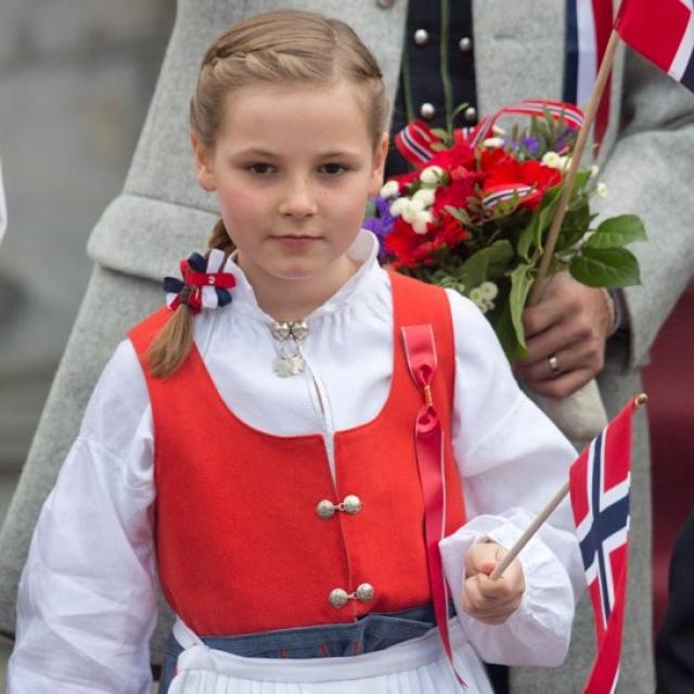 Норвежская принцесса Ингрид - юная школьница. По достижению совершеннолетия, девочка, наверняка, войдет в историю, поскольку в Норвегии уже 600 лет не было наследниц, одни принцы.