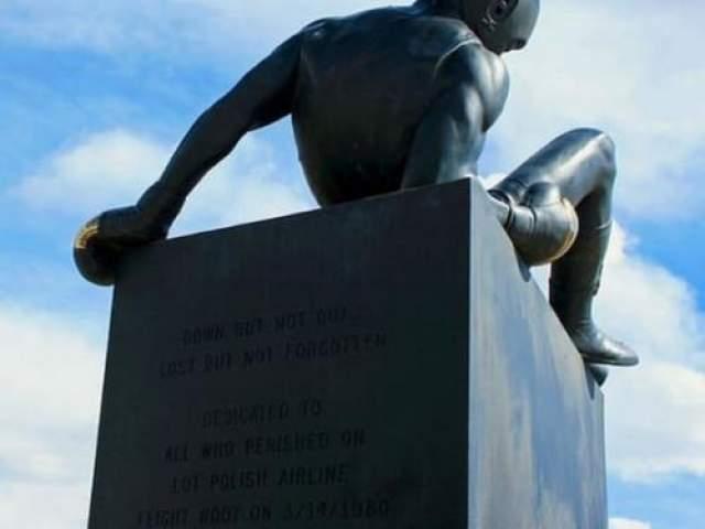 Авиакатастрофа американской команды по боксу 14 марта 1980 года Место катастрофы: Варшава Команда: боксерская команда США Как известно, сборная США, в числе 65 стран мира, бойкотировала московскую Олимпиаду-80.