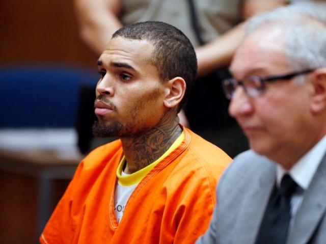 После этого Браун явился в участок с повинной, но это не смягчило наказание. Суд приговорил рэпера к пяти годам условно, 180 дням общественных работ, а также запретил подходить к Рианне ближе чем на 50 метров.