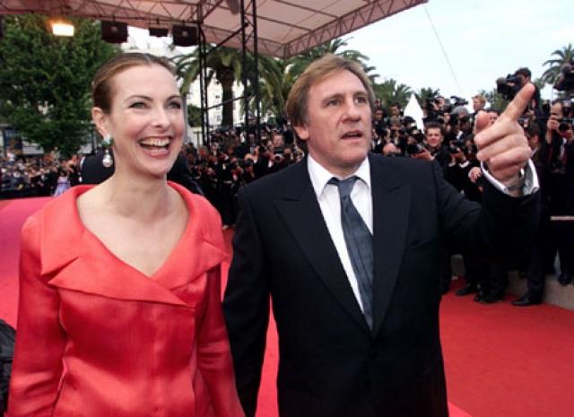 С 2003 по 2005 год была помолвлена с Жераром Депардье, но порвала с ним отношения в августе 2005 года.