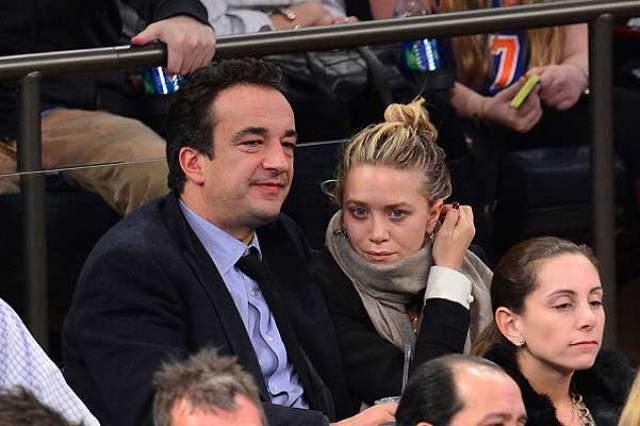 Оливье Саркози (49) и Мэри-Кейт Олсен (32), 8 лет вместе. Вначале никто не верил, что эта необычная пара долго провстречается, а уж про свадьбу и речи не было.