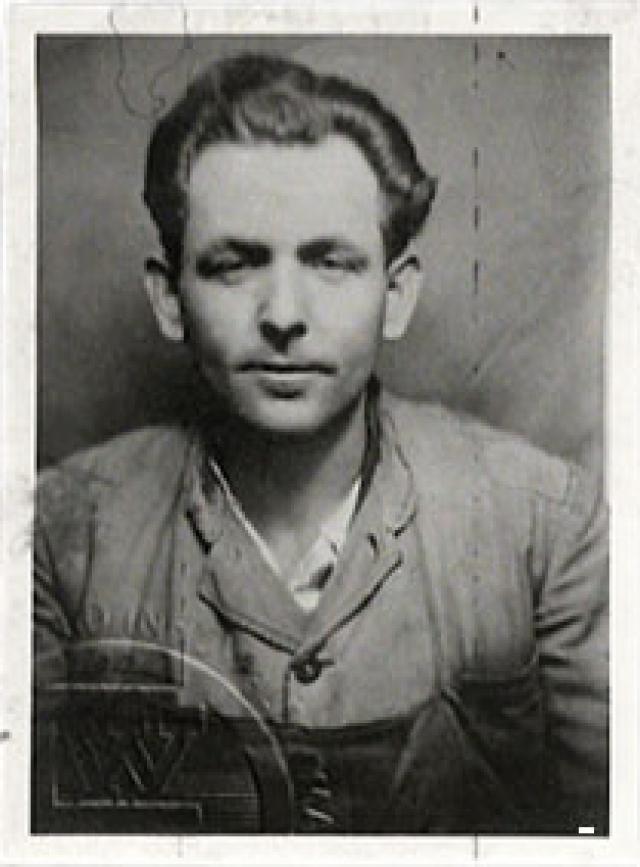 """В качестве """"особого заключенного"""" он был помещен в концлагерь Заксенхаузен, затем переведен в Дахау. 9 апреля 1945 года, когда союзники оказались уже вблизи концлагеря, по распоряжению Гиммлера Эльзера расстреляли."""