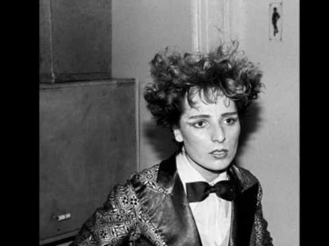"""Жанна Агузарова. В 1991 Жанна переехала в Лос-Анджелес и работала певицей в ресторане """"Черное море"""". Однако, не сойдясь характером с владельцем, вынуждена была уйти."""