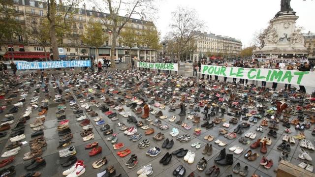 Париж, Франция, 13 ноября. Акция в пользу всемирного соглашения по климатическим вопросам.