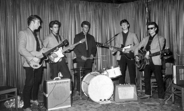 Позже в этом году The Beatles пригласили отыграть их первый зарубежный концерт в Гамбурге. По контракту группе был необходим барабанщик, которым срочно стал Пит Бест, сын владельца ливерпульского ночного клуба, где часто выступали The Beatles.