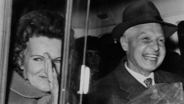 Супруги были арестованы в 1961 году за связи с группой Портландский Шпионский Круг, а в 1969 году освобождены в обмен на Геральда Брука – гражданина Британии, задержанного в Советском Союзе.
