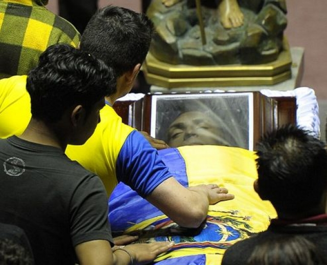 Вся страна была шокирована смертью спортсмена. Десятки тысяч человек пришли проститься с ним на похоронах в Кито, на которых присутствовал даже президент страны Рафаэль Корреа.