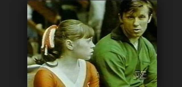 """Готовясь к Олимпиаде, Мухина тренировалась в белорусских """"Стайках"""". Главный элемент у нее никак не получался, из-за чего Клименко раздражался и кричал. Во время его отъезда Лена пыталась самостоятельно выполнить упражнение, но случилось страшное..."""
