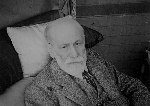 На то время ротовая полость Фрейда практически вся была поражена тяжелой формой некроза. Ученый скончался в 83 года от эвтаназии.