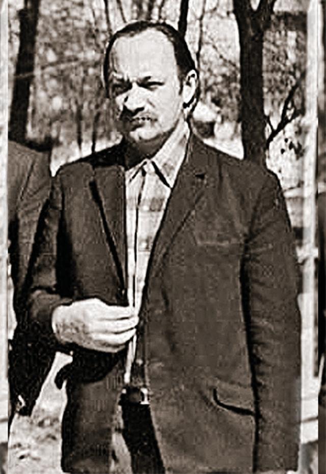 """Отец Бразинскас объявил себя участником """"литовского сопротивления"""", которому грозит в СССР смертная казнь. На суде он заявил, что в воздухе был вынужден вступить в перестрелку с двумя агентами КГБ, которых они с сыном убили."""