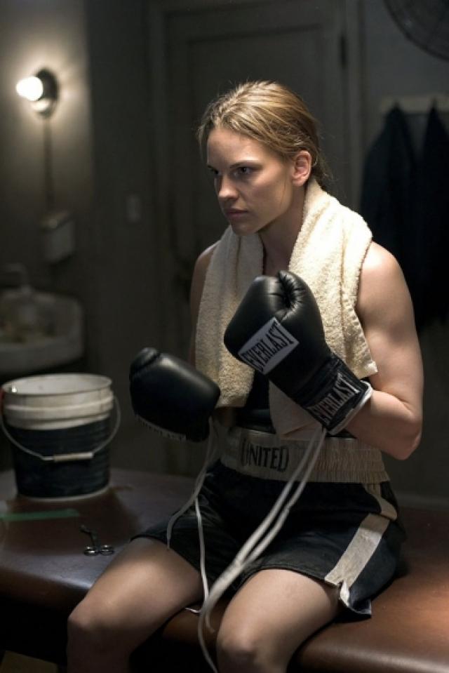 """Для роли девушки-боксера в фильме """"Крошка на миллион"""", два месяца """"сидела"""" на яичном белке, протеиновых коктейлях и три часа в день посвящала занятиям по боксу."""