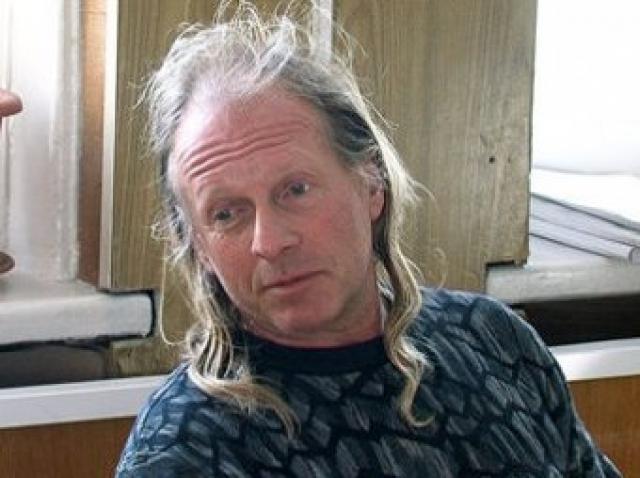 Певец и композитор Крис Кельми был задержан за вождение автомобиля в состоянии опьянения.