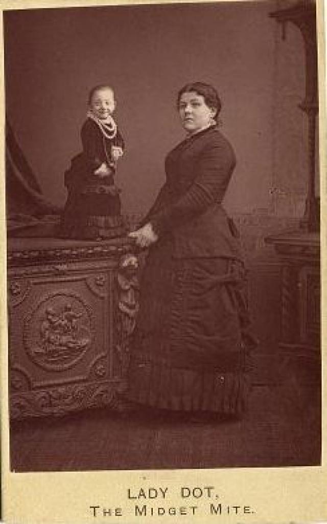 Ее рост составлял всего 58 сантиметров. Паулина Мустерс родилась 26 февраля 1876 года в Оссендрехте (Нидерланды).