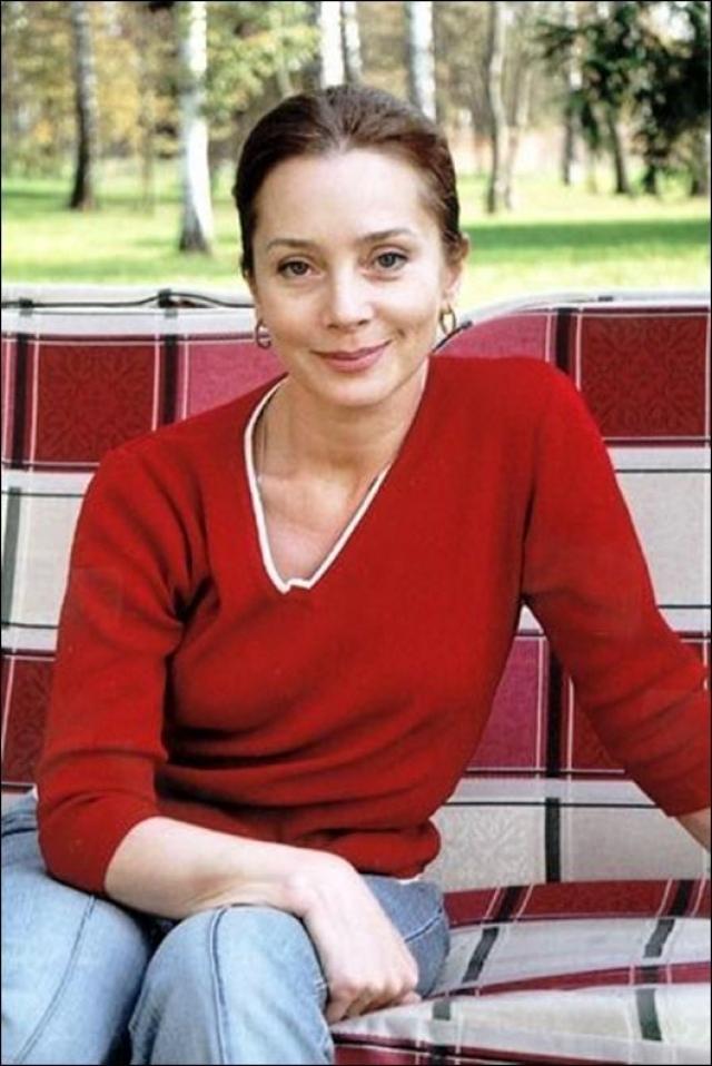 С ноября 1983 года Галина Беляева - актриса Московского академического театра имени Владимира Маяковского. Она сыграла более тридцати ролей в театре и кино.