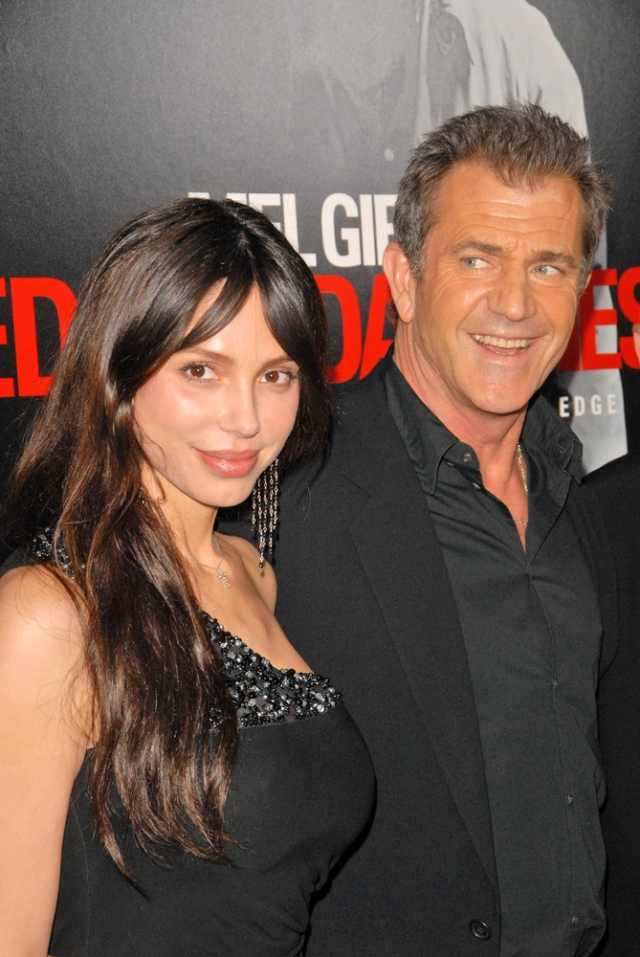 Оксана Григорьева и Мэл Гибсон. Но по-настоящему Григорьеву прославили страстные отношения с другим голливудским красавцем Мелом Гибсоном.